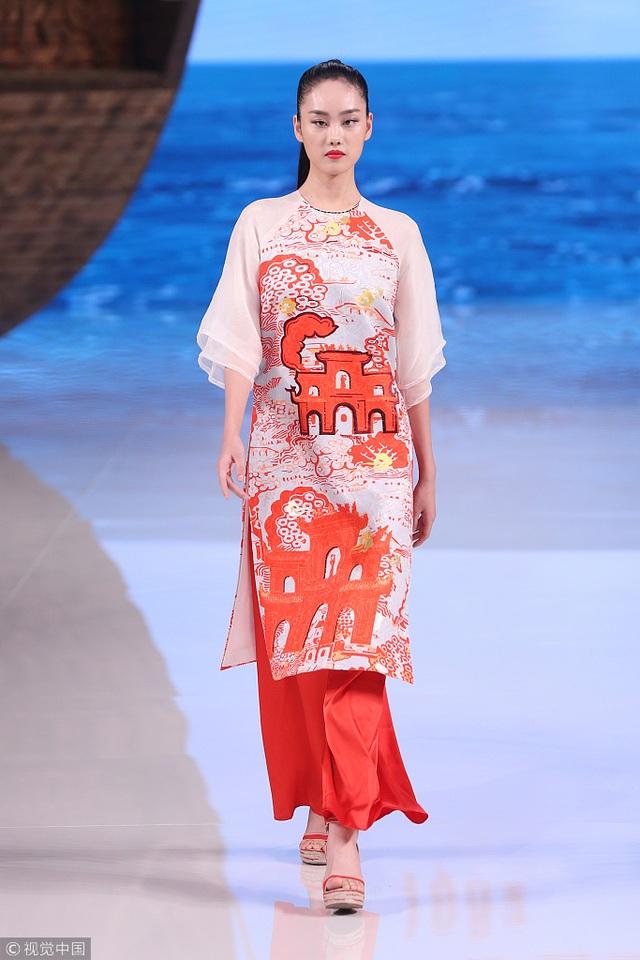 Bộ sưu tập của NTK Trung Quốc gây tranh cãi vì giống áo dài Việt Nam - 6