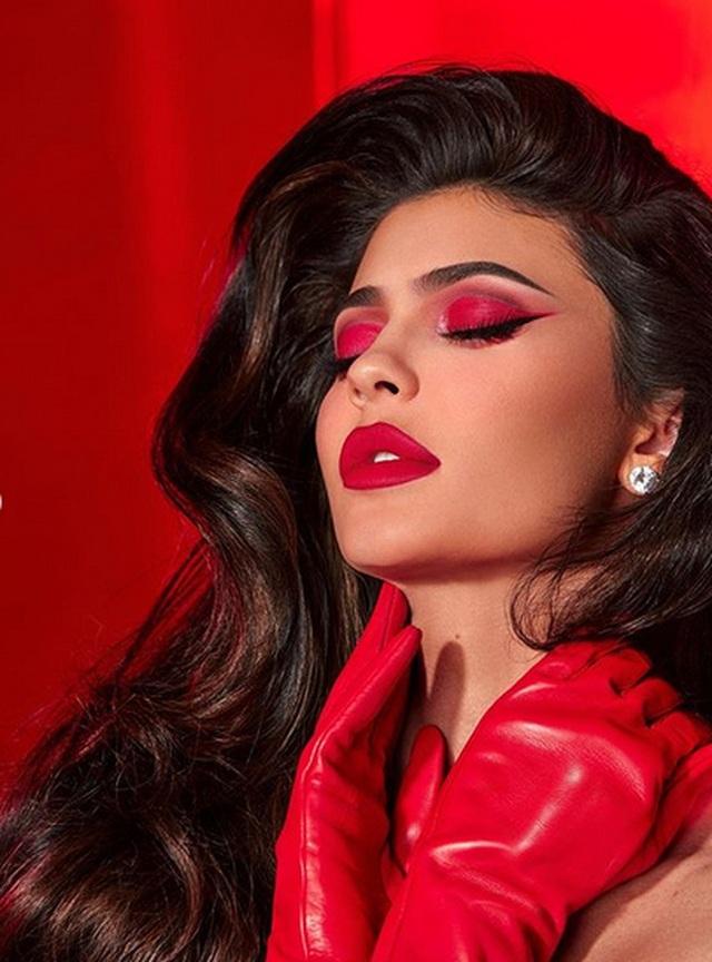 Kylie Jenner kiếm 600 triệu USD nhờ bán cổ phần công ty mỹ phẩm của mình - 2