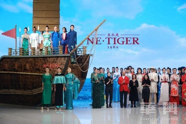 Bộ sưu tập của NTK Trung Quốc gây tranh cãi vì giống áo dài Việt Nam - 1
