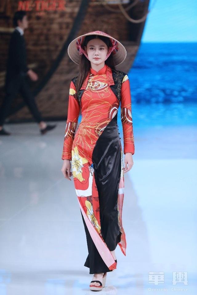 Bộ sưu tập của NTK Trung Quốc gây tranh cãi vì giống áo dài Việt Nam - 5