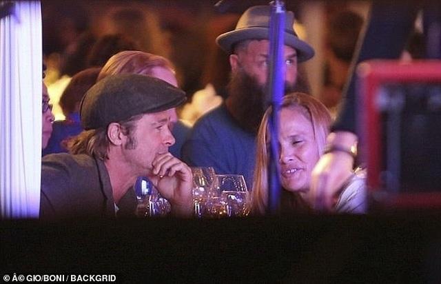 Brad Pitt bị phát hiện hò hẹn với nữ diễn viên kém 25 tuổi - 6