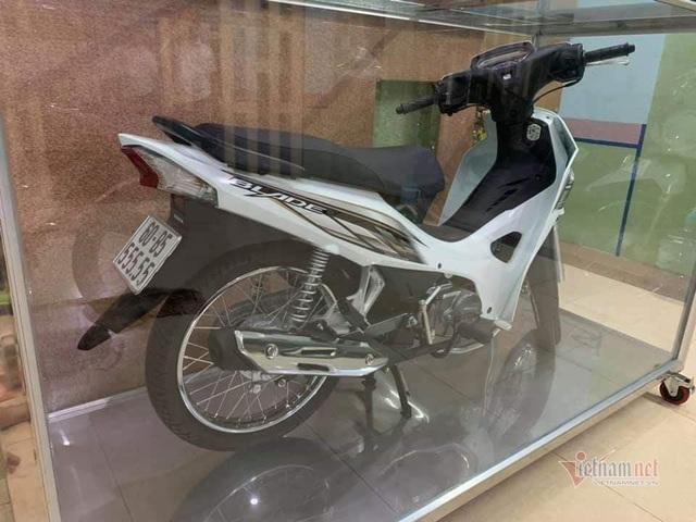 Đại gia Việt trưng xe trong tủ kính gây sốt - 4