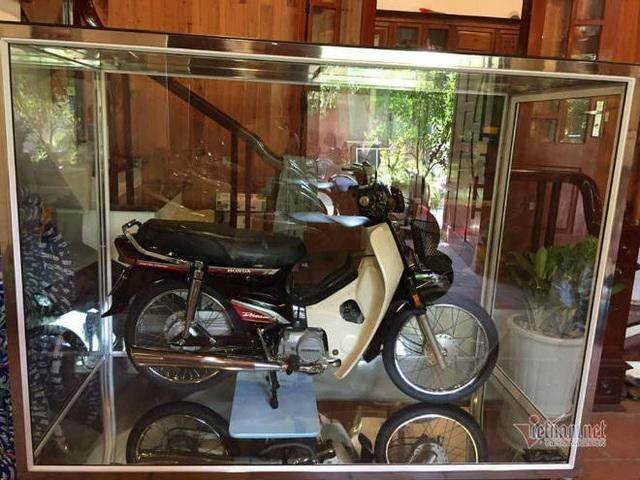 Đại gia Việt trưng xe trong tủ kính gây sốt - 6