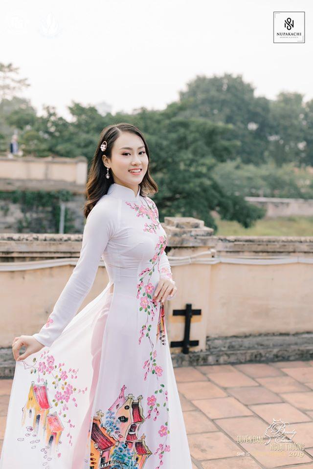 Nữ sinh bị ung thư khoe sắc với áo dài cùng Top 12 Duyên dáng Ngoại thương - 10
