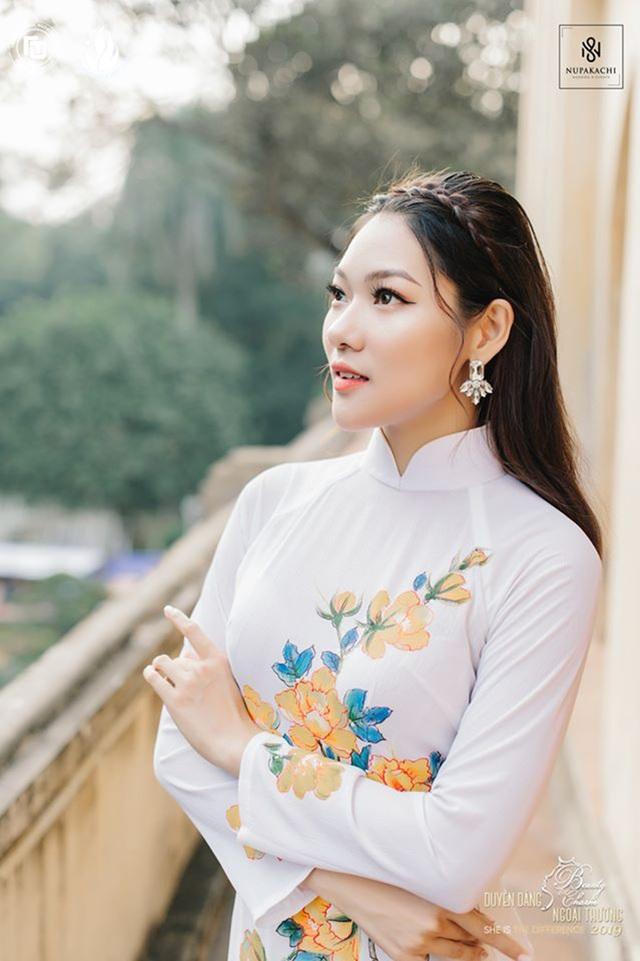 Nữ sinh bị ung thư khoe sắc với áo dài cùng Top 12 Duyên dáng Ngoại thương - 11