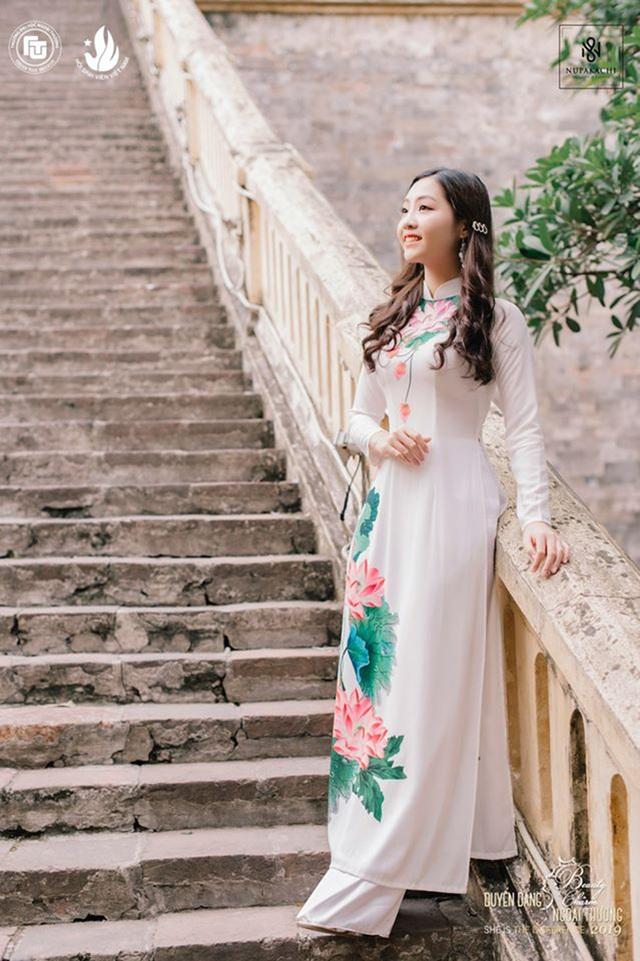 Nữ sinh bị ung thư khoe sắc với áo dài cùng Top 12 Duyên dáng Ngoại thương - 12