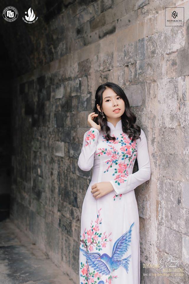 Nữ sinh bị ung thư khoe sắc với áo dài cùng Top 12 Duyên dáng Ngoại thương - 3