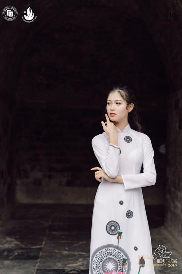 Nữ sinh bị ung thư khoe sắc với áo dài cùng Top 12 Duyên dáng Ngoại thương - 5