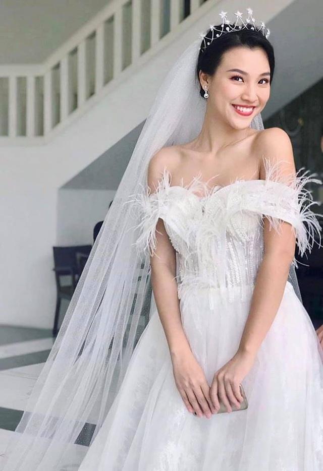 Á hậu Hoàng Oanh công khai chồng Tây điển trai trong ảnh cưới - 4