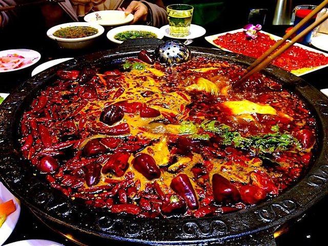 """Chảy nước mắt nếm thử những món cay """"xé lưỡi"""", Việt Nam cũng có đại diện - 1"""