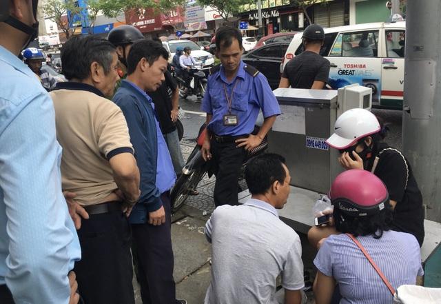 Ô tô tông hàng loạt xe máy đang dừng đèn đỏ ở Đà Nẵng - 2