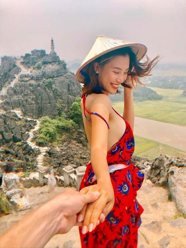 Á hậu Hoàng Oanh công khai chồng Tây điển trai trong ảnh cưới - 5