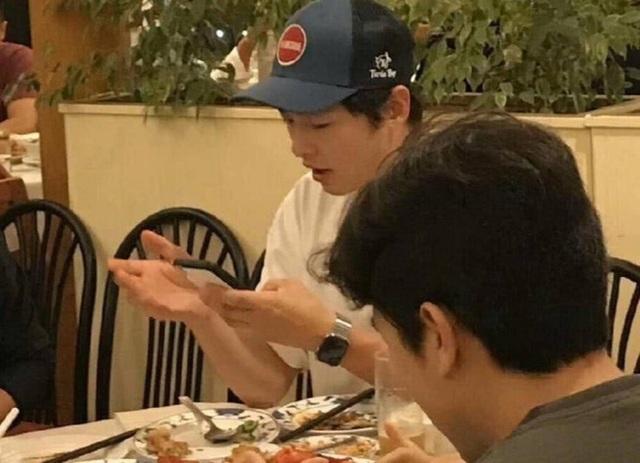 Hình ảnh hiếm hoi của Song Joong Ki sau khi ly hôn - 3