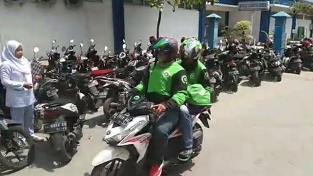 Vụ cướp xác hy hữu của hàng chục tài xế xe ôm ở Indonesia - 2