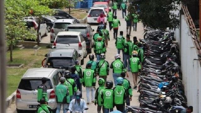 Vụ cướp xác hy hữu của hàng chục tài xế xe ôm ở Indonesia - 1