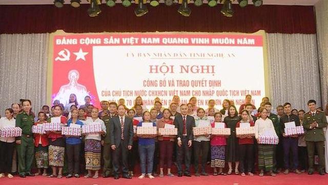 70 công dân Lào nhập quốc tịch Việt Nam - 1