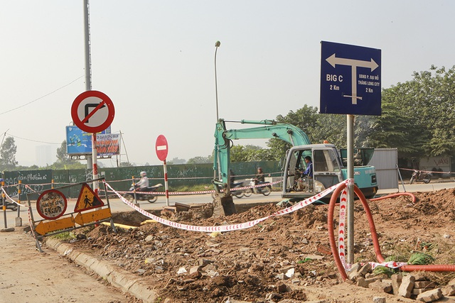 Tiếp tục xén dải phân cách, mở rộng đường gom Đại lộ Thăng Long - 6