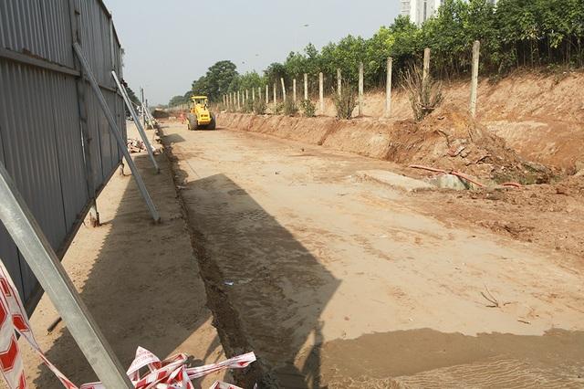 Tiếp tục xén dải phân cách, mở rộng đường gom Đại lộ Thăng Long - 11