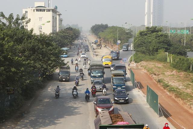 Tiếp tục xén dải phân cách, mở rộng đường gom Đại lộ Thăng Long - 5