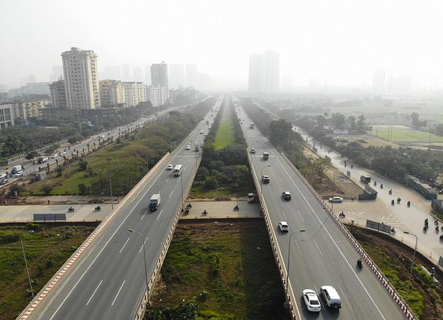 Tiếp tục xén dải phân cách, mở rộng đường gom Đại lộ Thăng Long - 2