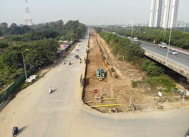Tiếp tục xén dải phân cách, mở rộng đường gom Đại lộ Thăng Long - 3
