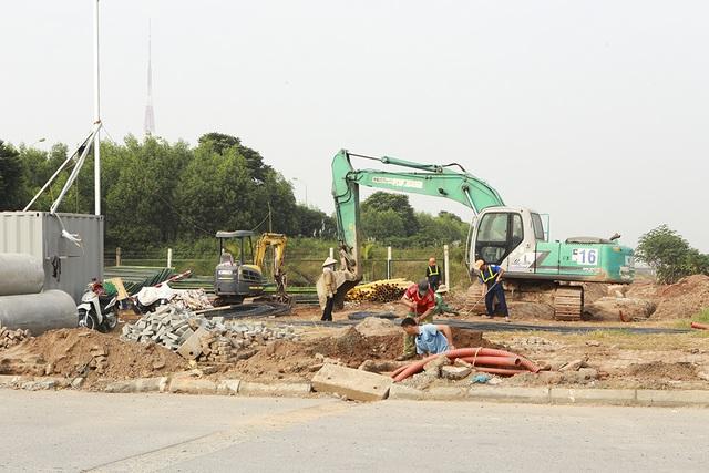 Tiếp tục xén dải phân cách, mở rộng đường gom Đại lộ Thăng Long - 10