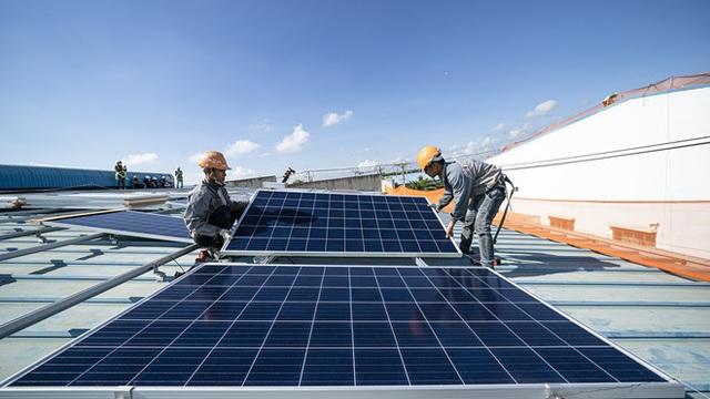 Đấu thầu giá điện mặt trời: Chia sẻ rủi ro để tìm giá thấp? - 1