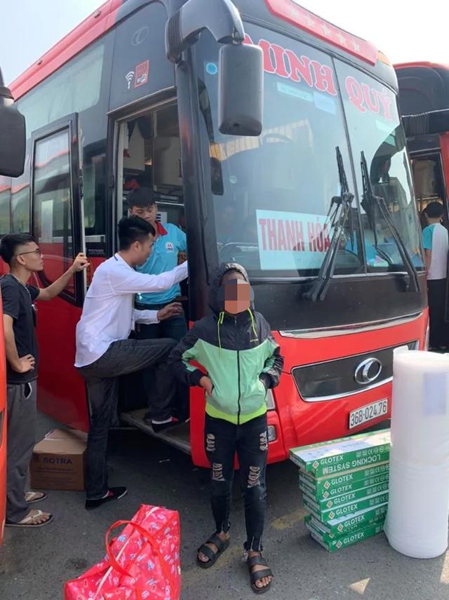 Bé gái 13 tuổi từ Thanh Hóa ra Hà Nội tìm việc, nằm lả ở bến xe - 3