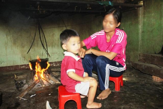 Quảng Ngãi: Những thiếu nữ làm mẹ khi còn ngồi trên ghế nhà trường - 1