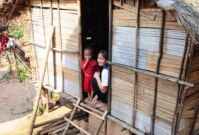 Quảng Ngãi: Những thiếu nữ làm mẹ khi còn ngồi trên ghế nhà trường - 2