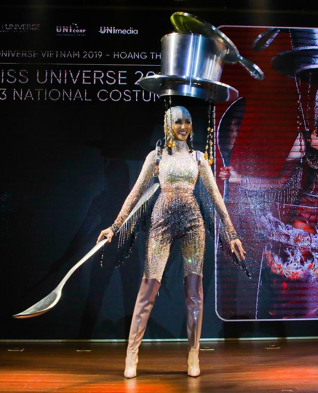 Hoàng Thùy đặt mục tiêu giành vương miện Hoa hậu Hoàn vũ - 9