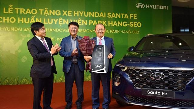 Điều đặc biệt ở 4 mẫu xe mà doanh nghiệp tặng ông Park Hang Seo - 3