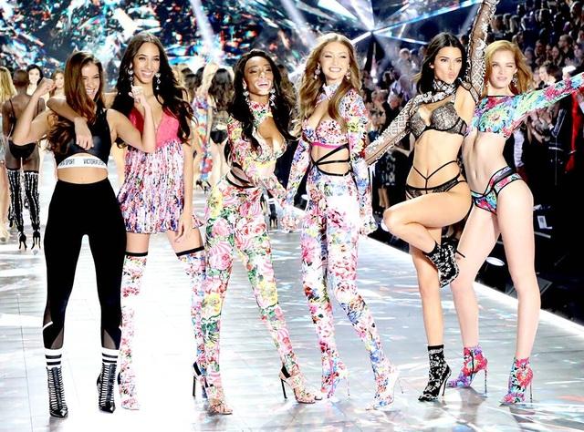 Victorias Secret hủy show nội y đình đám - 1