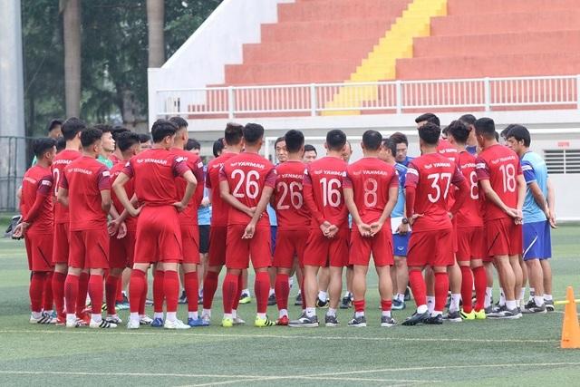 U22 Việt Nam lo lắng về sân cỏ nhân tạo ở SEA Games 30 - 1