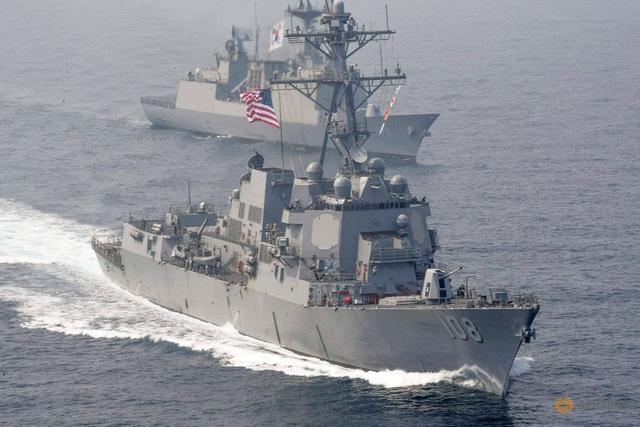 Trung Quốc điều tàu theo dõi tàu chiến Mỹ đi qua Biển Đông - 1