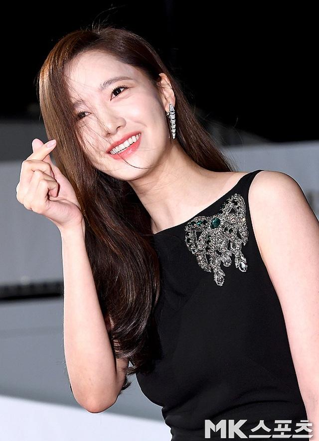 """Ngẩn ngơ ngắm lưng trần gợi cảm của """"tình đầu quốc dân"""" Yoona - 9"""