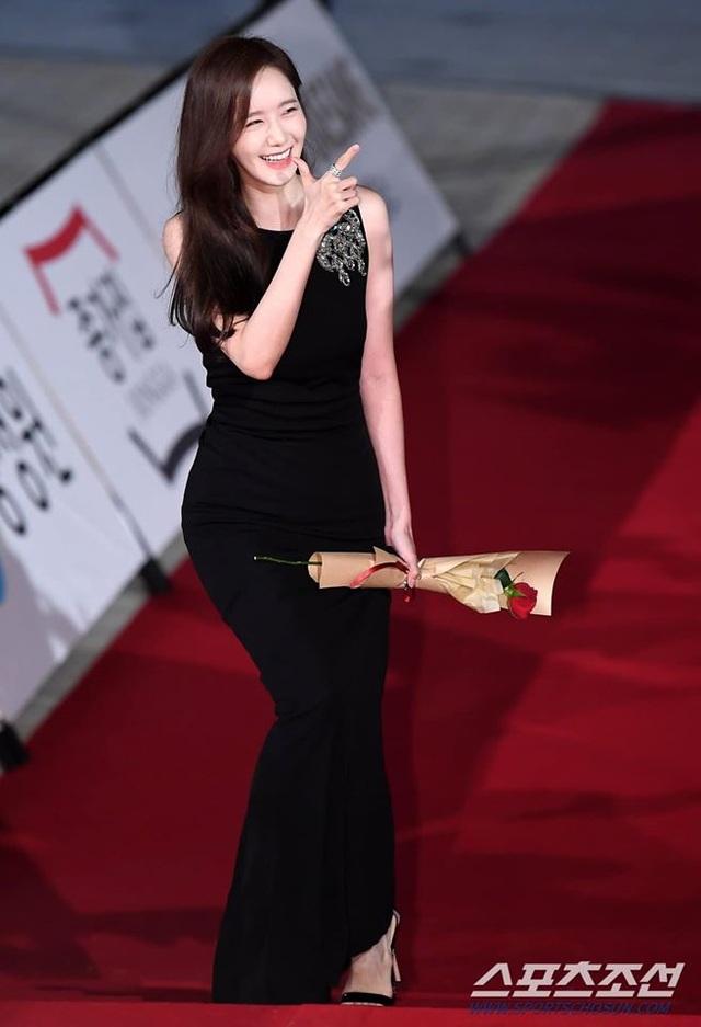 """Ngẩn ngơ ngắm lưng trần gợi cảm của """"tình đầu quốc dân"""" Yoona - 2"""