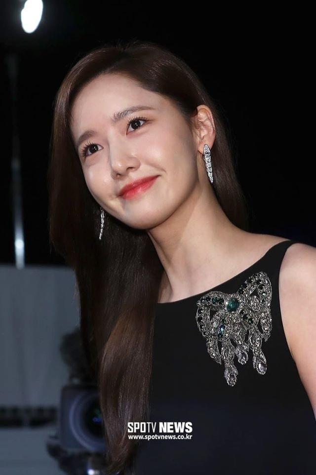 """Ngẩn ngơ ngắm lưng trần gợi cảm của """"tình đầu quốc dân"""" Yoona - 6"""