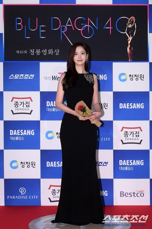 """Ngẩn ngơ ngắm lưng trần gợi cảm của """"tình đầu quốc dân"""" Yoona - 4"""
