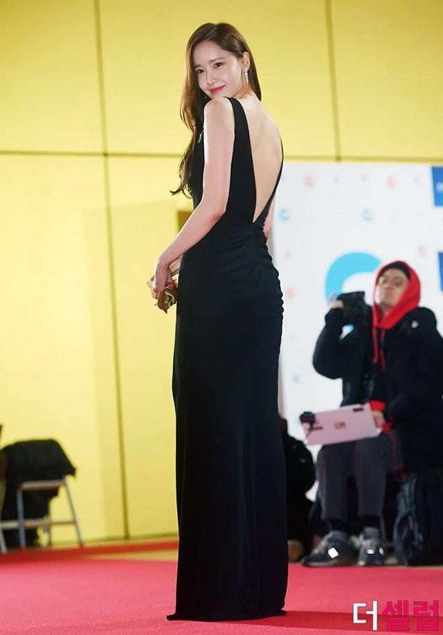 """Ngẩn ngơ ngắm lưng trần gợi cảm của """"tình đầu quốc dân"""" Yoona - 5"""