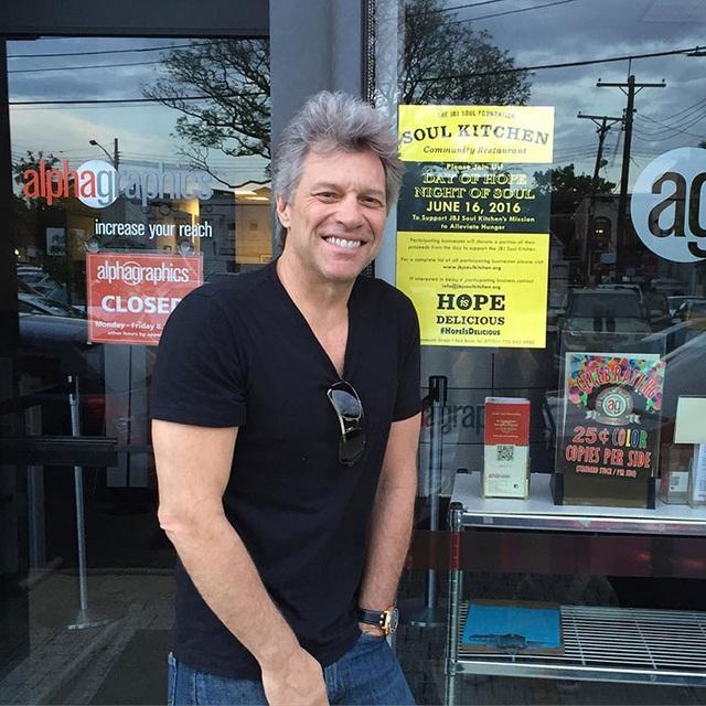 Jon Bon Jovi mở loạt cửa hàng phục vụ đồ ăn miễn phí cho người nghèo - 2