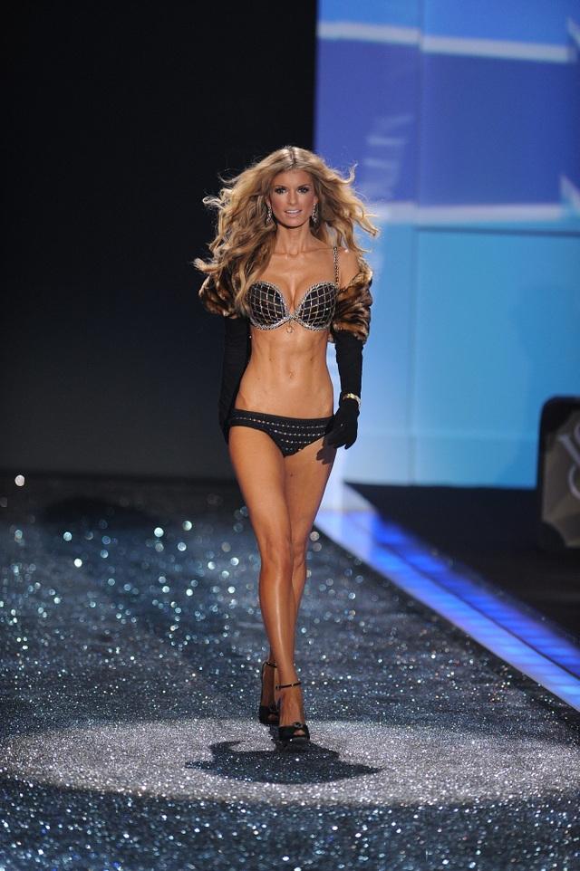 """Sự đổi thay nhìn từ những thiết kế nội y """"trong mơ"""" của Victoria's Secret - 14"""