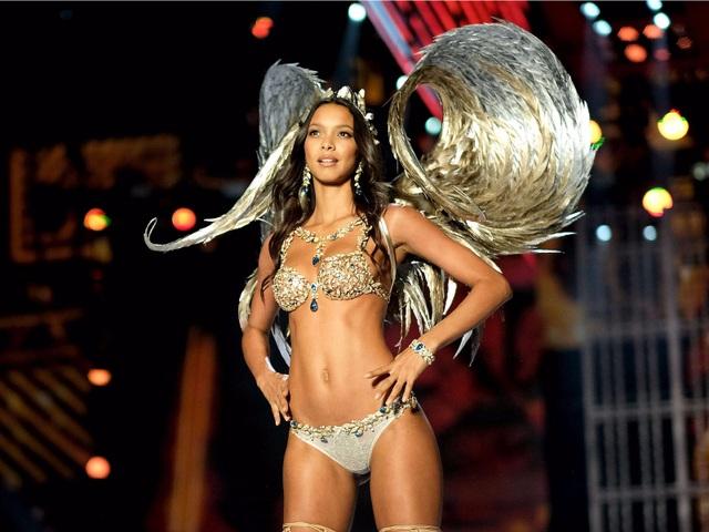 """Sự đổi thay nhìn từ những thiết kế nội y """"trong mơ"""" của Victoria's Secret - 22"""