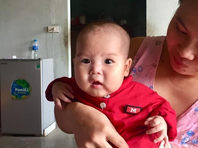 Bạn đọc Dân trí tiếp tục giúp đỡ bé gái 5 tháng tuổi bị ung thư máu - 2