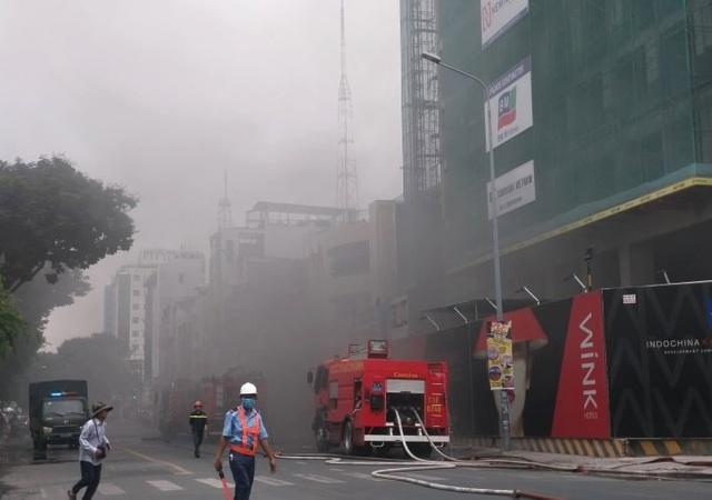 Cháy công trình đang xây dựng ở trung tâm Sài Gòn - 2