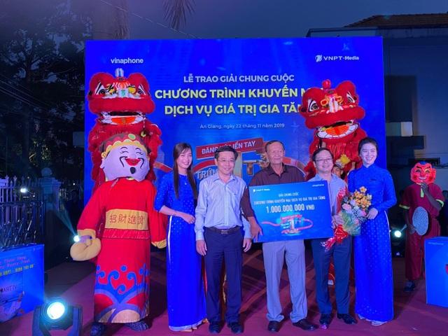 Thuê bao VinaPhone tại An Giang trúng thưởng 1 tỷ đồng tiền mặt - 1