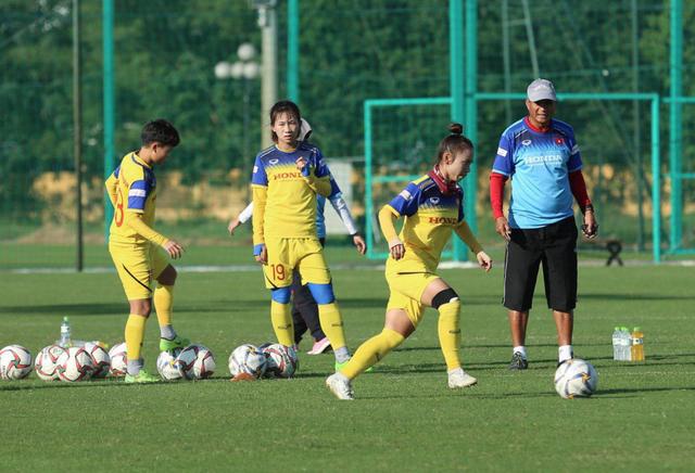 Đội tuyển nữ Việt Nam kêu trời vì không được mua đồ ăn - 1