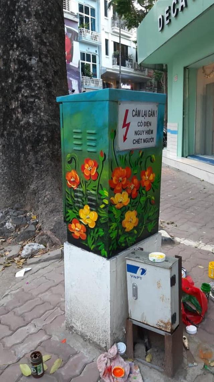 Sự thật đằng sau bức ảnh tài xế công nghệ ngồi vẽ tranh giữa đường phố Hà Nội - 3