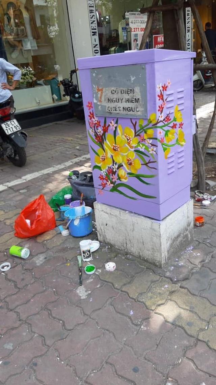 Sự thật đằng sau bức ảnh tài xế công nghệ ngồi vẽ tranh giữa đường phố Hà Nội - 4