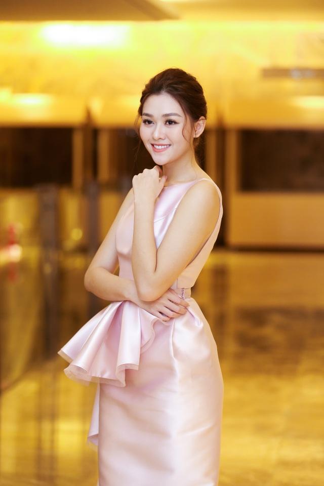 Tường San rạng rỡ xuất hiện sau thành tích Top 8 Hoa hậu Quốc tế - 1